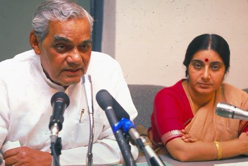 atal-bihari-vajpayee-sushma-swaraj-marathipizza