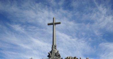 valley_of_the_fallen-cross-marathipizza00