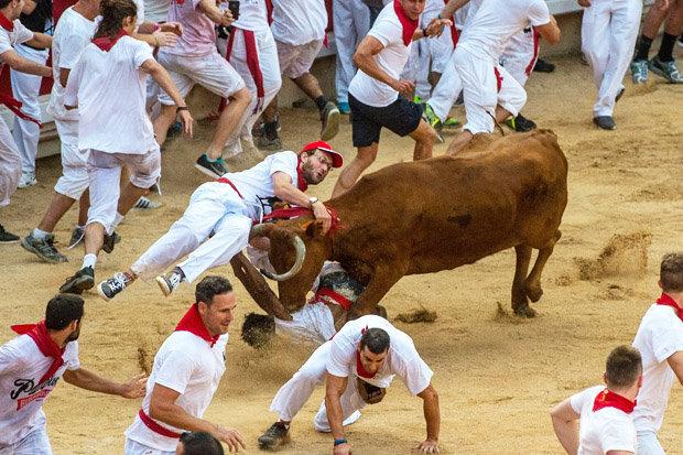 bull-running-festival-marathipizza01