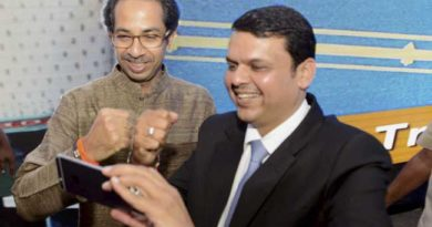 devendra-fadnavis-with-uddhav-thackeray_marathipizza