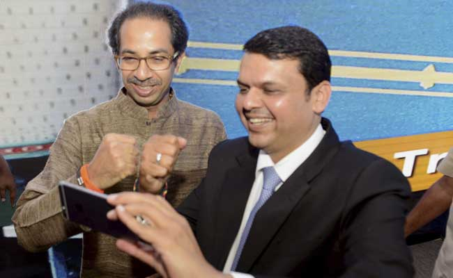 devendra-fadnavis-with-uddhav-thackeray_marathipizza