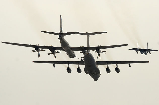640px-Tupolev_Tu-95_at_Victory_Day_Parade_2008-marathipizza