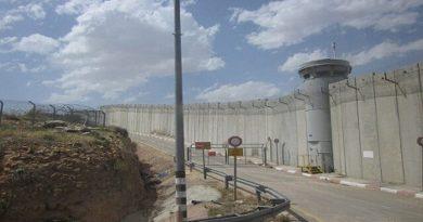 Israeli West bank barrier.Inmarathi1
