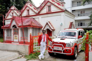 Red-and-white-family-bangalore.Inmarathi1.jpg
