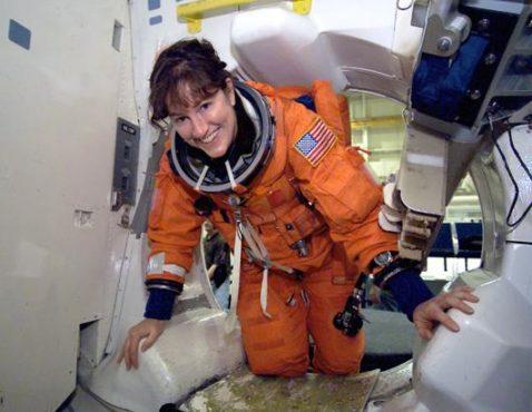 women astronout-inmarathi01