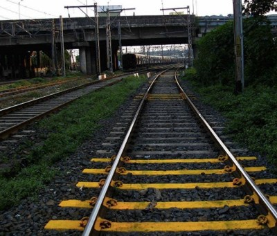Wadala experiment stopped railway track crossing accidents.Inmarathi3