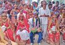 ह्या पित्याने आपल्या मुलीच्या लग्नमंडपात ७ दलित मुलींचे लग्न लावून देत आदर्श घडवलाय !