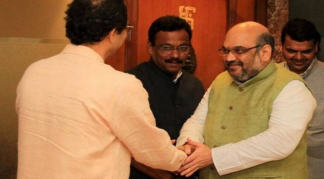 AMIT_SHAH_AND_UDDHAV_THACKERAY-inmarathi