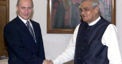 Vladimir_Putin_in_India_2-5_October_2000-11-marathipizza.jpg