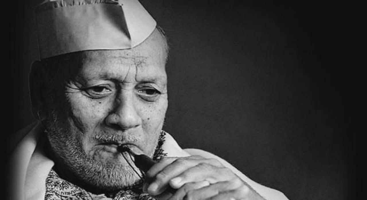 nehru-hoisted-indian-flag-on-sixteen-august-marathipizza03