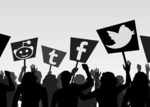 social-media-war-marathipizza