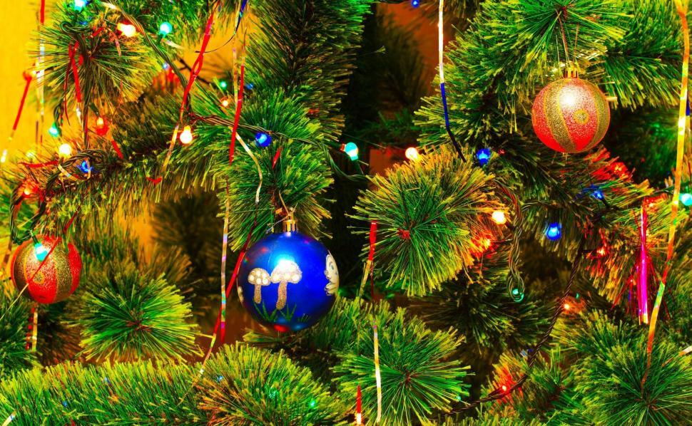 christmas-tree-tinsel-marathipizza