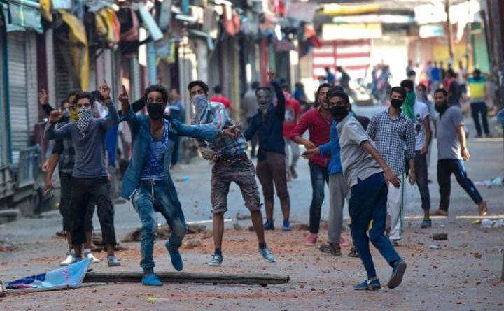 kashmiri-youth-violence-marathipizza01