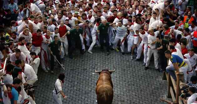 bull-running-festival-marathipizza02
