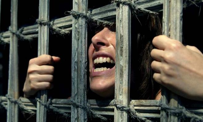 caged-woman-marathipizza