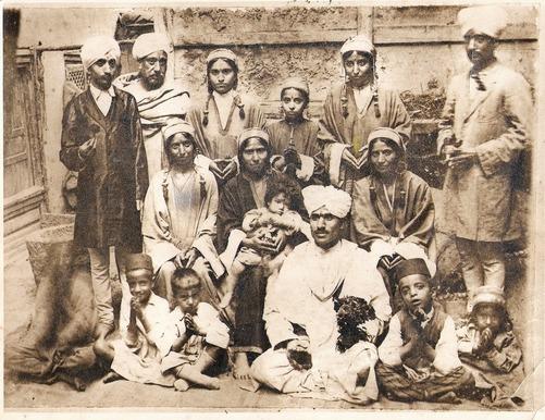 kashmiri-pandit-family-in-kashmir marathipizza