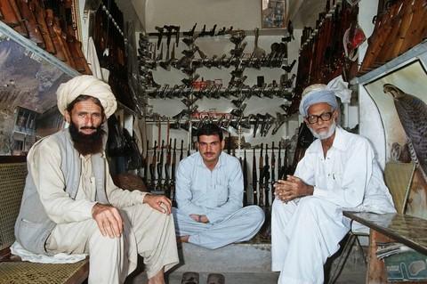 pakistan-arms-market-marathipizza04