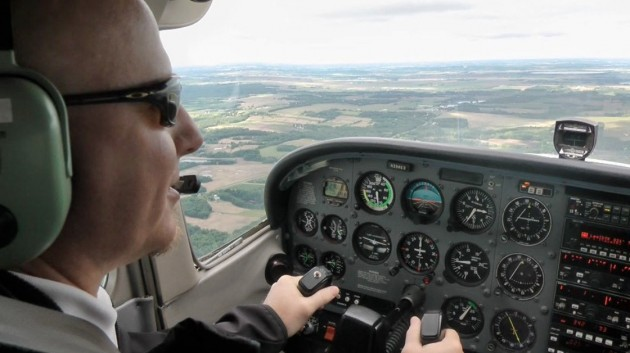 pilot-driving-plane-marathipizza