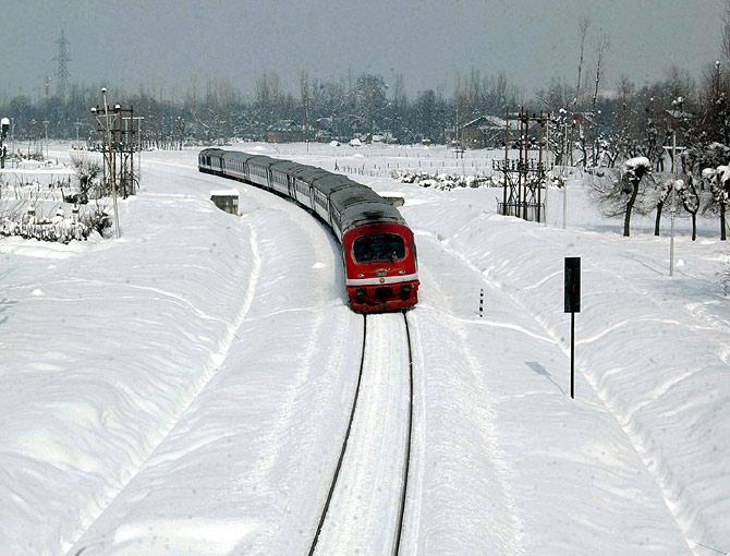 beautiful-railway-routes-india-marathipizza02