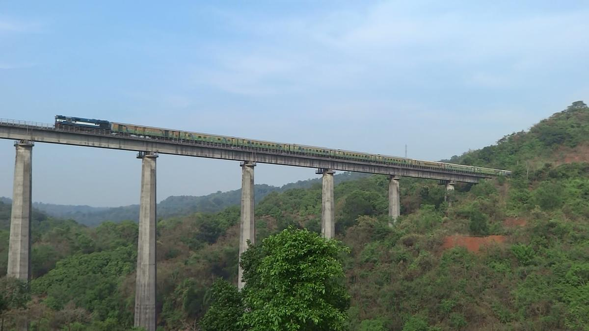 beautiful-railway-routes-india-marathipizza06