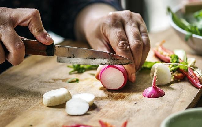 chopping-vegetable-inmarathi