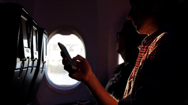 phones on flight inmarathi