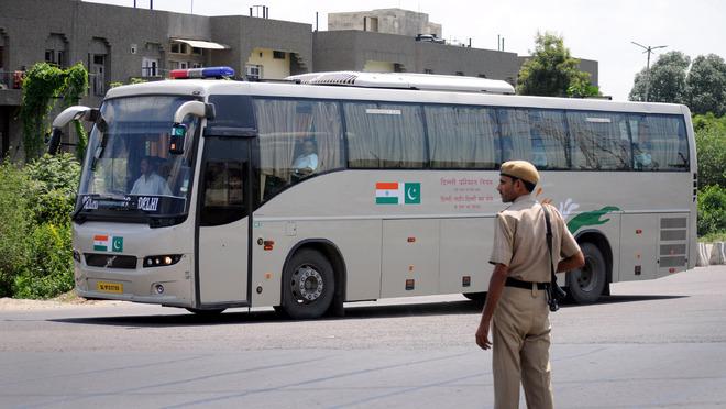 delhi-lahore-bus-marathipizza01