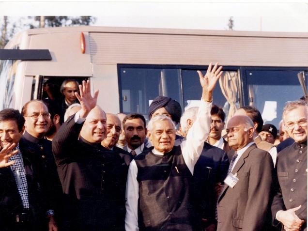 delhi-lahore-bus-marathipizza02