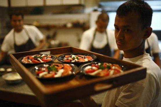 waiter-inmarathi