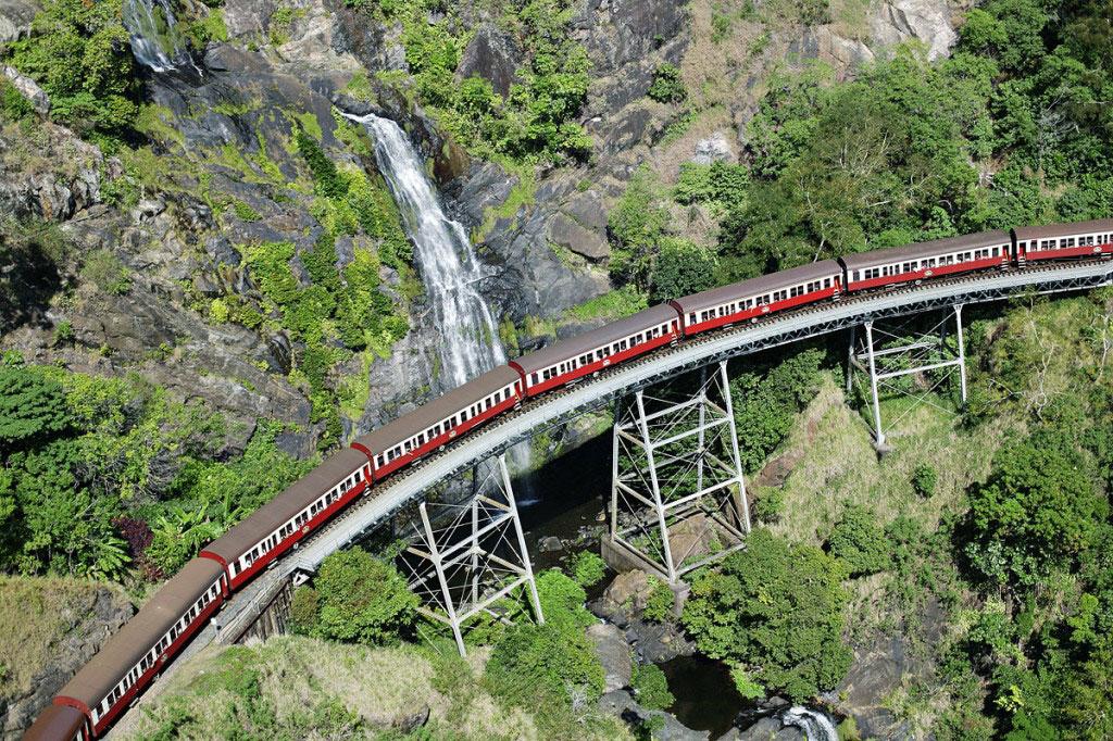 dangerous-railway-route-marathipizza01