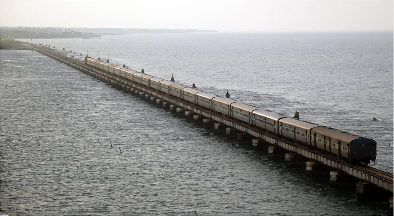 dangerous-railway-route-marathipizza04