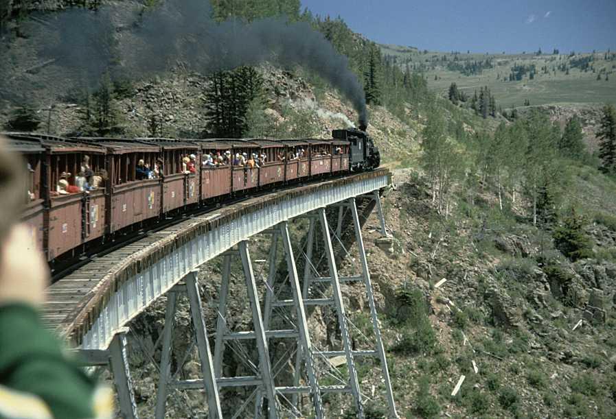 dangerous-railway-route-marathipizza05