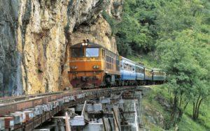 dangerous-railway-route-marathipizza08