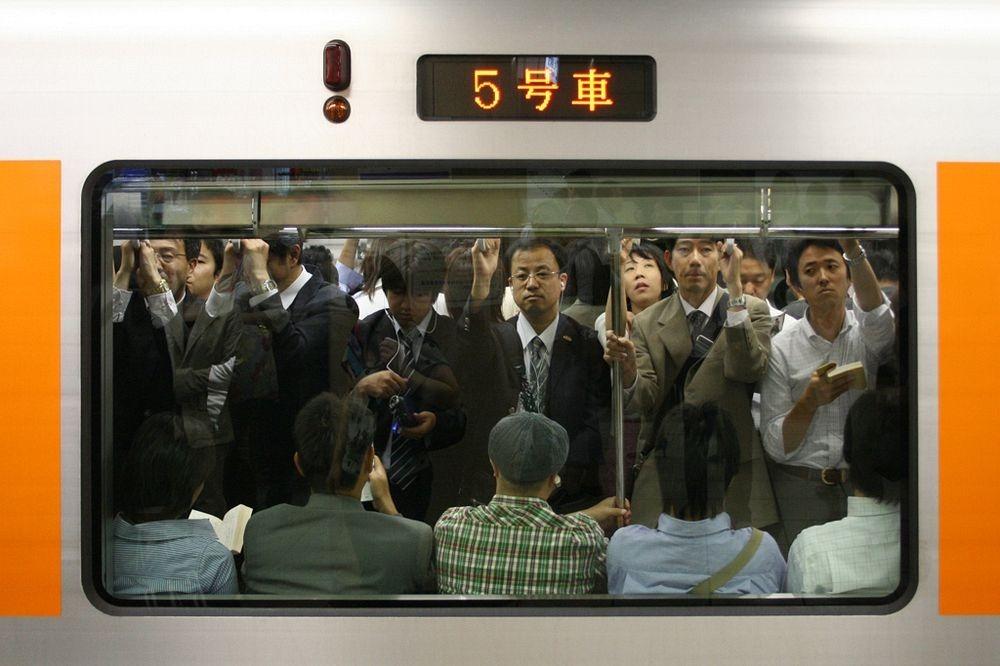 tokyo-train-marathipizza06