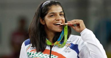 olympic-medal-bitting-marathipizza00