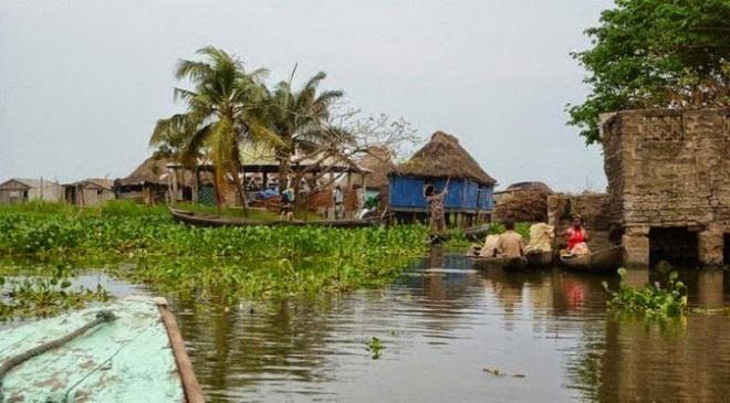 Ganvie Lake Village05-marathipizza