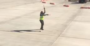 airport-worker-dance-inmarathi04