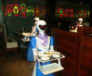 robot-waiter-inmarathi