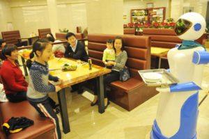 robot-waiter-inmarathi03