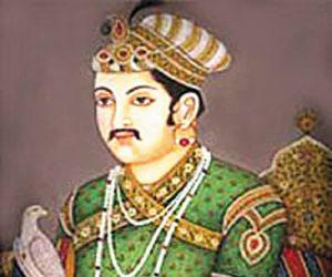 Famous Banarasi Saree.Inmarathi2
