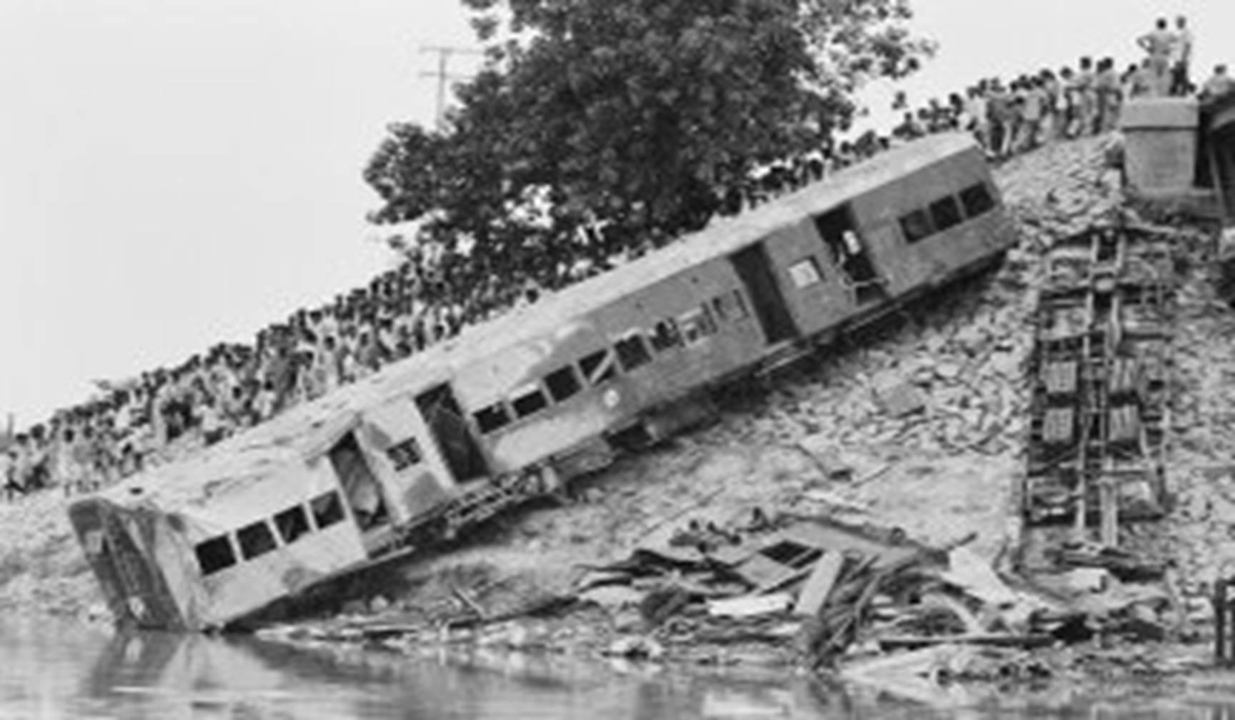India's biggest railway accident.Inmarathi