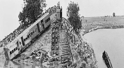 India's biggest railway accident.Inmarathi00