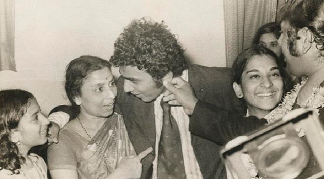 Sunil Gavaskar with Mom Inmarthi