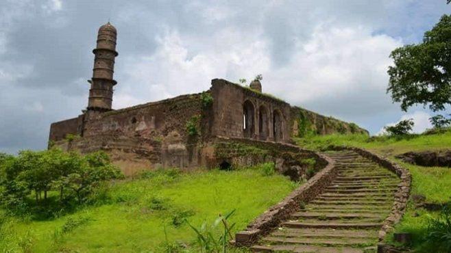 ashwathama-temple-asirgarh-fort-mp 2 InMarathi