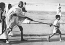 गांधी प्रेम ते गांधी द्वेष – ते – गांधी प्रेम : दुटप्पी प्रचारकांचं पाप