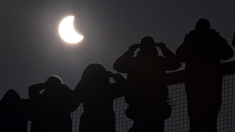 solar-eclipse-watching-inmarathi