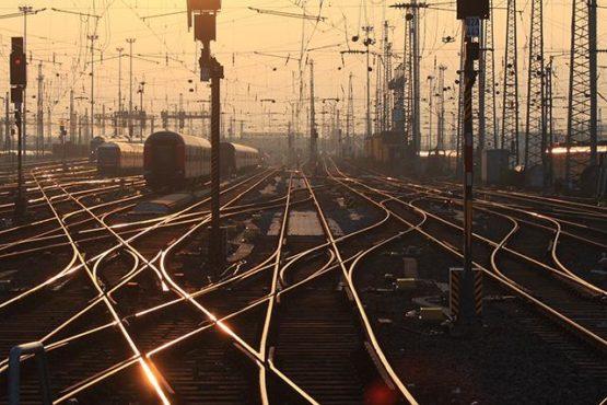 train-tracks-inmarathi04