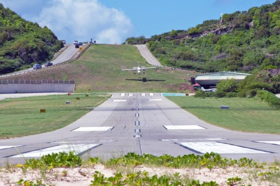 Most dangerous airport runway.Inmarathi4