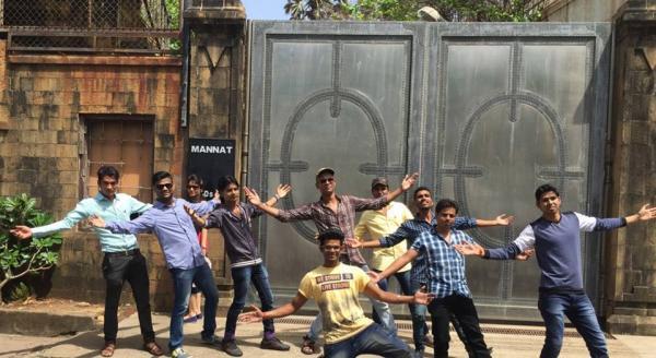 Shah-Rukh-Khan-Mannat-inmarathi07