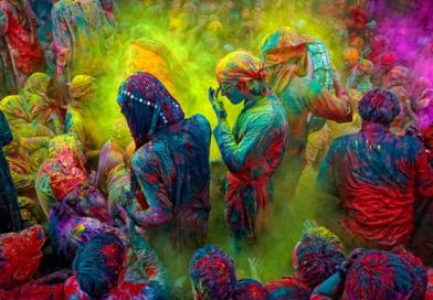"""होळीची विविध राज्यांतील रूपं पाहून """"भारत"""" देशाचं एक वेगळंच रंगीत चित्र उभं रहातं!"""